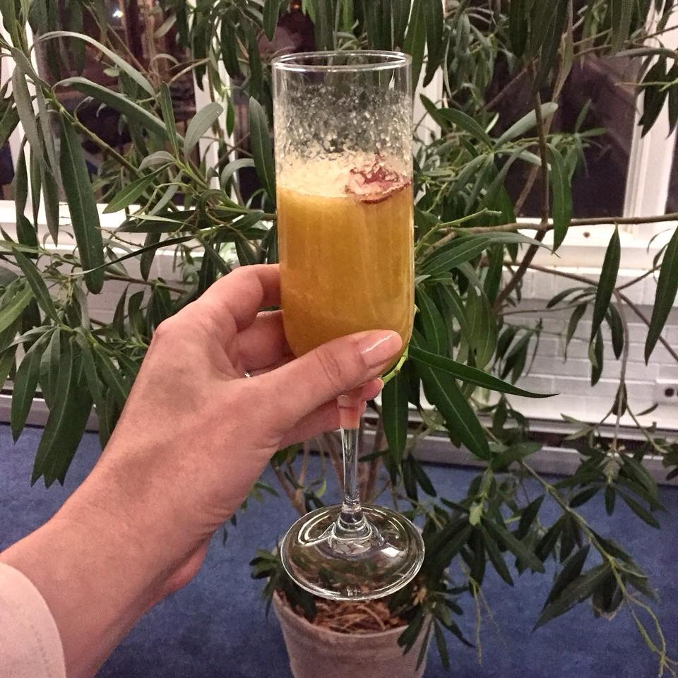 Champagne mimosa with tapioca