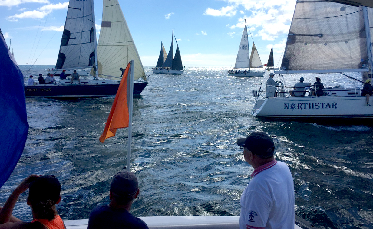 Starting line of a sailboat race